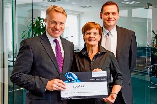 Spendenübergabe von First Waters GmbH