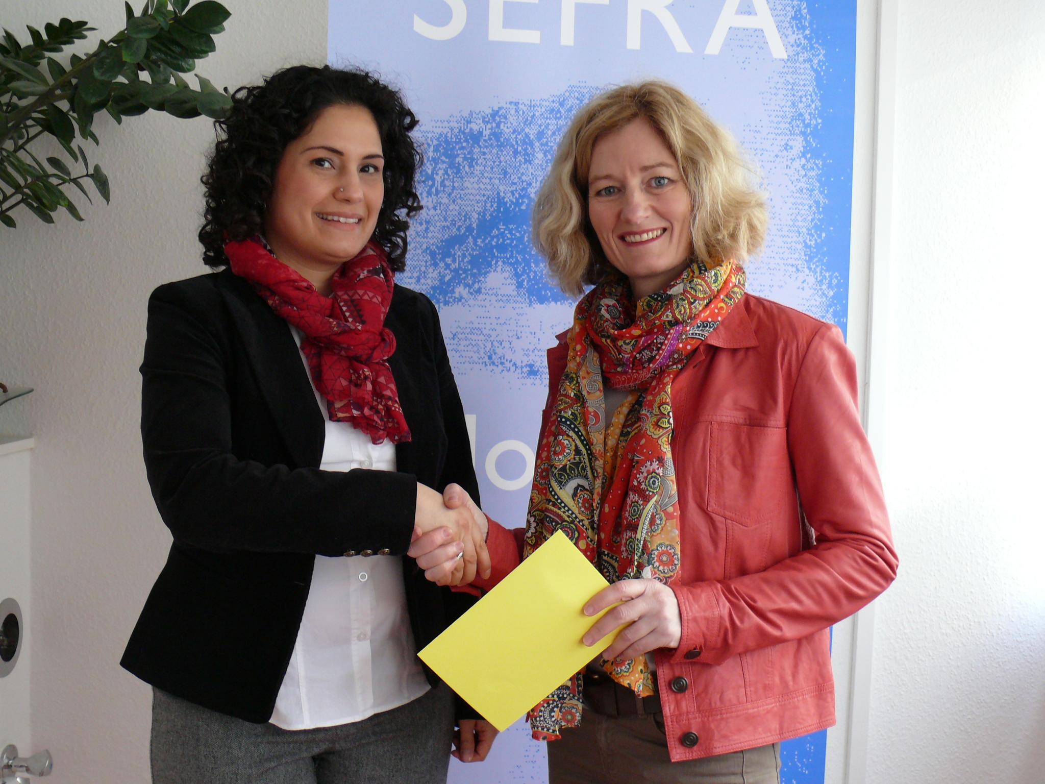 Spendenübergabe durch die Alzenauer Zonta-Präsidentin Dr. Katja Mappes